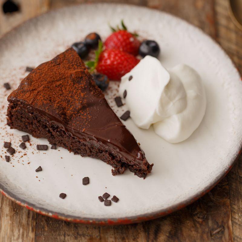 עוגת שוקולד טבעונית בחושה